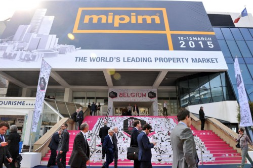 MIPIM 2015 - ATMOSPHERE - OUTSIDE - PALAIS DES FESTIVALS - VISITORS- next downturn