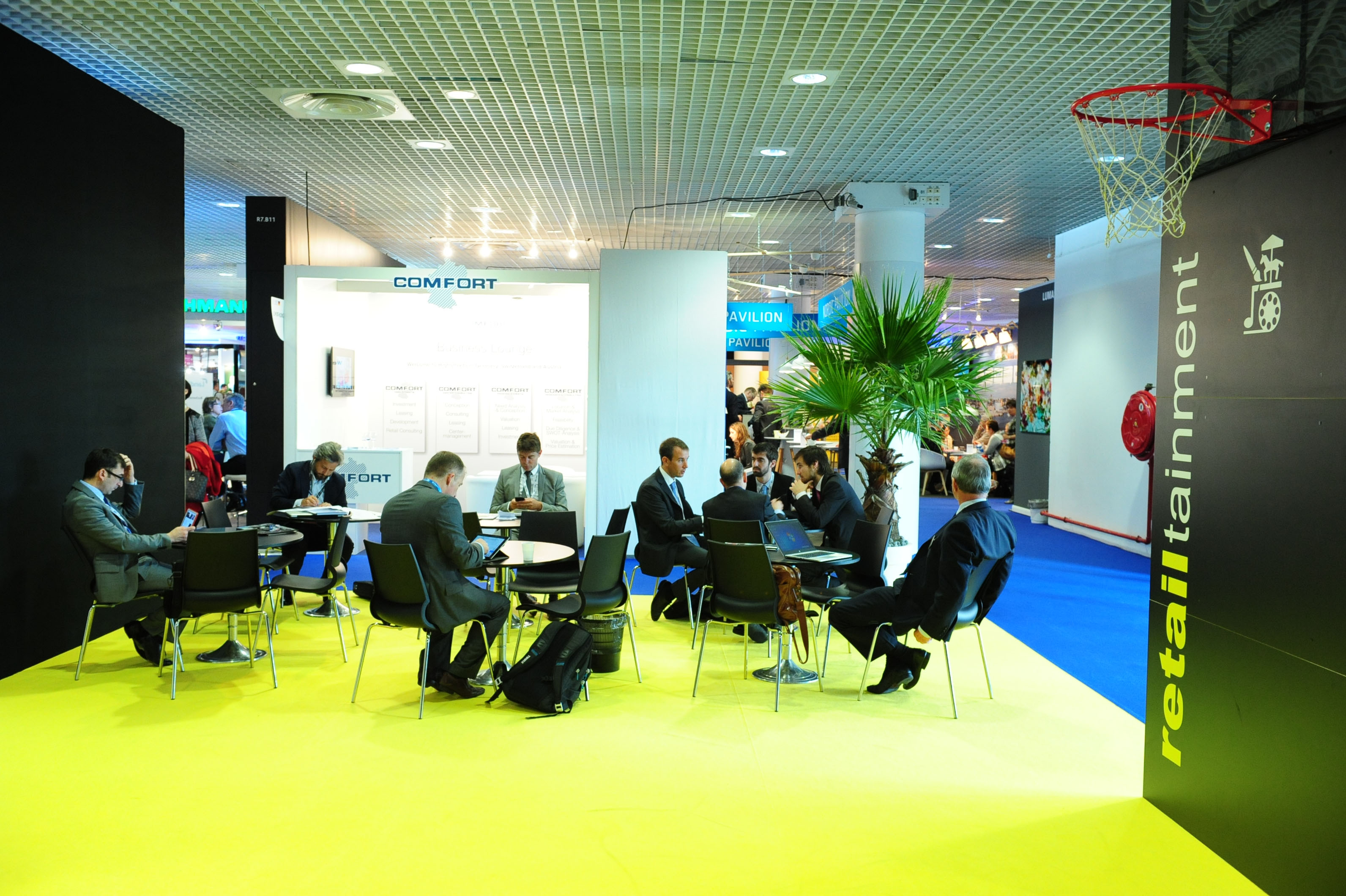 MAPIC 2014 - EXHIBITION AREA - RETAILTAINMENT PITCHING AREA